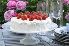 Recipe: How to make a Swedish strawberry cream cake