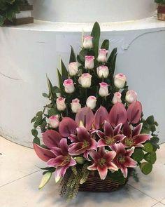 Pin by Silvina rebeca on Flower arrangements Funeral Floral Arrangements, Easter Flower Arrangements, Creative Flower Arrangements, Rose Arrangements, Beautiful Flower Arrangements, Flower Centerpieces, Flower Decorations, Beautiful Flowers, Flower Vases