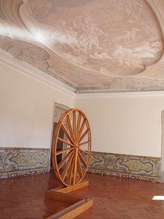 Becoming Water - Carla Rebelo Instalação de madeira e fios de seda Palácio Marquês de Pombal