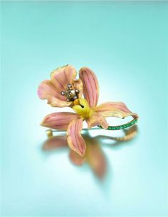 An Art Nouveau Yellow Gold, Polychrome Enamel, Diamond and Emerald 'Style No. Calanthe Veitchii' Orchid Brooch, by Paulding Farnham for Tiffany Vintage Style Rings, Vintage Jewellery, Art Deco, Heart Shaped Diamond, Art Nouveau Jewelry, Tiffany Jewelry, Enamel Jewelry, Jewels, Floral