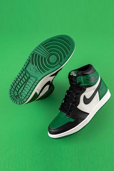 """◀Previous Post Are you a fan of the Boston Celtics? Did you miss out on the hard to come by Air Jordan 1 """"Defining Moments [. Jordan Shoes Girls, Air Jordan Shoes, Girls Shoes, Jordan Shoes Black, Michael Jordan Shoes, Air Jordan Retro, Jordan 1 High Og, Jordan 11, Zapatillas Nike Jordan"""