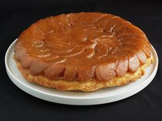 Apple tart tatin must be one of my favorite desserts all time: caramelized melt-in-your-mouth apples with a flakey buttery puff pastry. Almond Tuile Recipe, Apple Recipes, Gourmet Recipes, Cake Ultime Au Citron, British Cook, Banana Pie, Lime And Basil, Shortbread Recipes, Pie Dessert
