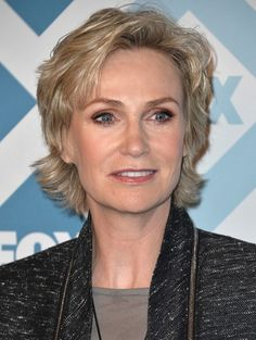 Best Short Haircuts for Older Women: Jane Lynch Layered Hair Style