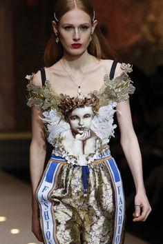 The complete Dolce & Gabbana Fall 2018 Ready-to-Wear fashion show now on Vogue Runway. Moda Fashion, Fashion 2018, Fashion Week, Fashion Art, High Fashion, Womens Fashion, Fashion Design, Style Haute Couture, Couture Fashion