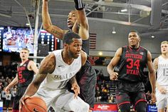 With their outside game struggling, the Oakland University Golden Grizzlies turned to their inside game, and it's paid off — their three-game win streak is currently the longest in the Horizon League, slotting them back into third place.
