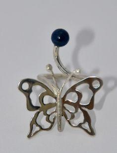 zilveren vlinderring met lapis lazuli gemaakt door edelsmid Marja Schilt  www.marjaschilt.nl
