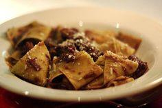 Piatto corposo da accompagnare al vino rosso! http://www.worldwildwine.it/pag.asp?40_Pappardelle