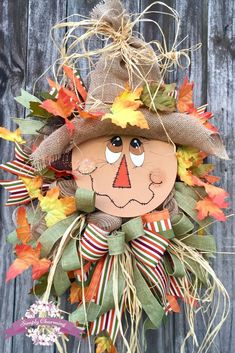 33 Best And Easy Wreath Designs For Front Door to Welcome Halloween Scarecrow Face, Scarecrow Crafts, Fall Scarecrows, Scarecrow Wreath, Autumn Wreaths For Front Door, Diy Fall Wreath, Fall Wreaths, Burlap Wreath, Fall Deco Mesh