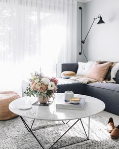 Recamier: know what it is and how to use it in decoration with 60 ideas - Home Fashion Trend Living Room Modern, Living Room Interior, Home And Living, Living Room Furniture, Living Room Decor, Living Room With Grey Walls, Living Rooms, Living Spaces, Decorating Coffee Tables