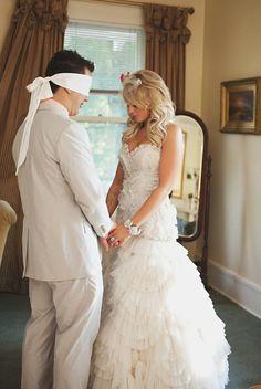 Esse post é especialmente para todos que querem ideias para um casamento cristão! Selecionei doze formas de homenagear e honrar Deus no casamento.