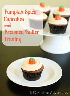 A recipe for easy, moist pumpkin spice cupcakes topped with amazing browned butter buttercream frosting. Brown Butter Frosting, Salted Caramel Frosting, Pumpkin Spice Cupcakes, Pumpkin Pie Spice, Pumpkin Pumpkin, Desert Recipes, Fall Recipes, Yummy Recipes, Yummy Cupcakes