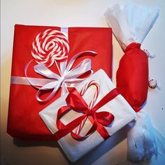 Christmas - Decoration wrapping Xmas red and white sweets Red And White, Wraps, Christmas Decorations, Gift Wrapping, Sweets, Create, Gifts, Gift Wrapping Paper, Presents