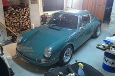 Stéphane's 1980 Porsche 911 SC backdate in France: R Gruppe inspired with a custom colour and lots of homemade details. Very cool car. Porsche 911, Porsche Sports Car, Vintage Porsche, Roll Cage, Car In The World, Ferdinand, Fast Cars, Audi Quattro, Sport Cars