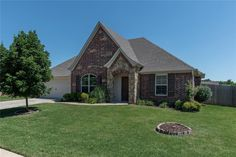 3715 W Mountain View Dr, Fayetteville, AR 72704