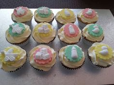 Neutral baby shower cupckaes