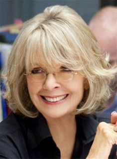 Also too short but long bangs and layers are nice. Diane Keaton Hairstyles Over 50 Thin Hair Styles For Women, Short Hair Cuts For Women, Medium Hair Styles, Short Hair Styles, Mom Hairstyles, Hairstyles Over 50, Straight Hairstyles, Stylish Hairstyles, Fashionable Haircuts
