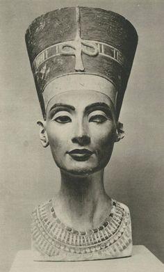 Nefertiti, limestone bust, created 1345 BC, discovered 1912, Neues Museum, Berlin |