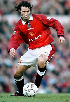 I fell in love with soccer because of this guy.. Ryan Giggs #11 'Lord of the Wing'