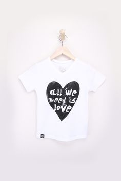 All we need is Love Kids vneck