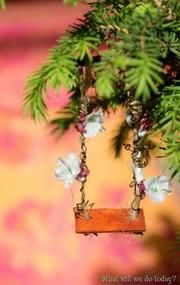 Add fairy to swing. Fairy Garden House Swing - wood shingle seat, twine wrapped in wreath-making vines, silk flowers and beads! Magic Garden, Mini Fairy Garden, Fairy Garden Houses, Gnome Garden, Fairy Gardening, Indoor Gardening, Vegetable Gardening, Container Gardening, Art Bio