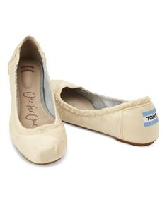 Dance all night in your Ivory Grosgrain Ballet Flats! #wedding http://www.zulily.com/invite/kcarlson551