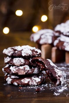 Chocolate Crinkle Cookies - very soft and fudgy inside, not too sweet and crispy on the outside. The chocolate chunks are melted when you just take a bite . Double Chocolate Muffins, Chocolate Crinkle Cookies, Chocolate Crinkles, Almond Chocolate, Good Healthy Recipes, Unique Recipes, Sweet Recipes, Amazing Recipes, Yummy Recipes