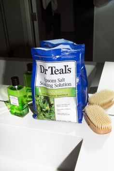 "To Detox: Epsom Salt + Hydrogen Peroxide Actress Liv Tyler says Tyler: ""I take a couple of baths a week where I use a whole box of Epsom salts and either a bottle of hydrogen peroxide or a packet of baking soda. Equal parts salt and hydrogen peroxide. It makes you sweat all of the toxins out and all of the bad stuff. I learned about it from a hippie-natural-amazing pediatrician, actually, for when kids get sick."""