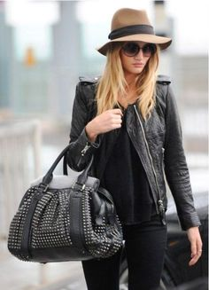 Total Black Outfit and Missoni Hat by model Rosie Huntington Whiteley - Paparazzi Look Street Style Fashion - Look Fashion, Womens Fashion, Fashion Trends, Fashion Fashion, Fashion Outfits, Latest Fashion, Prep Fashion, Fashion Glamour, Fashion Videos