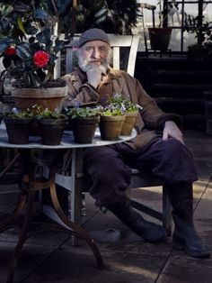 Exposé #10: artist and florist Tage Andersen.