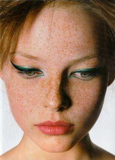 Teal eyeliner + freckles = LOVE