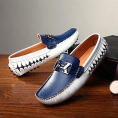 US $29 New Arrival Breathable Men Boat Shoes Loafers Slip-on Gentlemen Moccasins Soft Flat Driving Loafers Horsebit Decor Urban