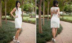 A estilista Cynthia Hayashi decidiu que iria fazer o seu vestido de noiva. o modelo escolhido foi um vestido curto e com costas trabalh...