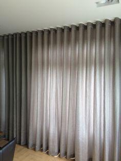 Gordijnen kamer hoog soepel vallende stof, waardoor geschikt voor confectie wave gordijnen.