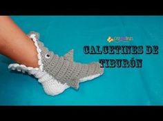 This video tutorial will show you how to make these adorably cute, quick and easy beginner, baby crochet shark sock slippers. Shark Slippers, Shark Socks, Crochet Shark, Crochet Diy, Crochet Slipper Boots, Crochet Slippers, Crochet Videos, Diy Tutorial, Baby Knitting