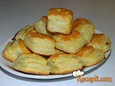 Recept za Slane i slatke paketiće. Za spremanje peciva neophodno je pripremiti brašno, mleko, vodu, šećer, kvasac, jaja, so, ulje, margarin, susam, sir, eurokrem.
