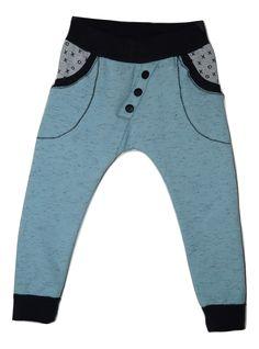 Ik naaide een Orbis Skinny Harem voor mijn zoon van 2, van sweatsstof. Heerlijk warm! Lekker stoer en makkelijk te naaien, ook voor beginners