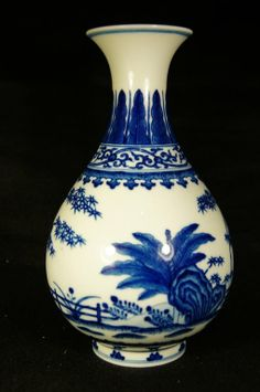 Chinese antique Yuhuchunping blue and white vase Qianlong mark ; H: 18 cm