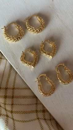 Small Gold Hoop Earrings, Gold Bar Earrings, Jewelry Design Earrings, Gold Earrings Designs, Fashion Earrings, Fancy Jewellery, Dainty Jewelry, Beaded Jewelry, Gold Bangles For Women