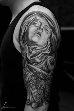 The tattoo artist Jun Cha creates beautiful and impressive tattoos, taking inspiration from classical art, from ancient Greece to Renaissance.