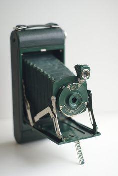 WANT THIS!!!  Kodak 1914 Rare Green 1A Pocket Camera and Case   $230.00