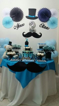 Mesa de aniversário 2 anos  #maededois #maedegemeos #littleman Baby Boy 1st Birthday Party, Little Man Birthday, 70th Birthday Parties, Husband Birthday, Baby Shower Decorations For Boys, Birthday Party Decorations, Lil Man Baby Shower, Father's Day Celebration, Little Man Party