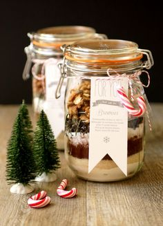 ¡Ideas para un regalo gourmet! Mason Jar Meals, Meals In A Jar, Brownies In A Jar, Brownie Jar, Diy Presents, Jar Gifts, Cookie Jars, Diy Food, Homemade Gifts