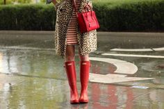 Atlantic-Pacific: rain or shine red wellies and celine bag with leopard coat Red Hunter Rain Boots, Hunter Wellies, Red Wellies, Red Boots, Kate Spade, Atlantic Pacific, Mode Inspiration, Workout Inspiration, Fitness Inspiration