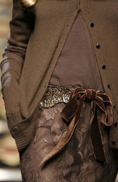 Oh how delicious is shades of brown . Valentino hint of velvet Brown Fashion, High Fashion, Winter Fashion, Womens Fashion, Style Fashion, Mode Chic, Mode Style, Style Me, Estilo Glamour