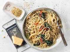 Spaghetti, Japchae, Pasta, Ethnic Recipes, Food, Al Dente, Hemp Seeds, Credenzas, Garlic