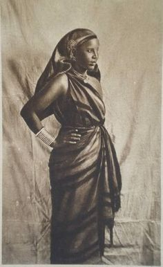 Somali gantuuni / traditional dress.