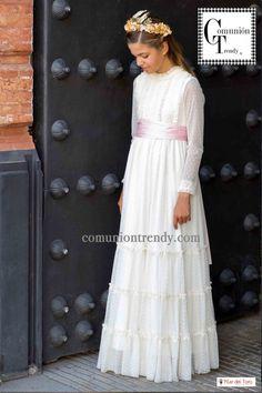 Pilar del Toro trajes de comunión para niñas 2016   COMUNIÓN TRENDY :: Mil ideas para organizar una Primera Comunión :: Vestidos de comunión, Recordatorios, Trajes de Comunión