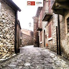 Location: #MontalbanoElicona (Me) Photo Credit: @giulio__o84 Chosen by: @parisi73 _____________________________________  Congratulazioni!  Questa immagine potrebbe essere selezionata nella mostra del club 'I Borghi più Belli d'Ital