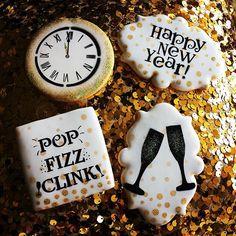 New Years cookies clock face, falling confetti, Happy New Year, Pop Fizz Clink, Bokeh and Champagne flutes stencils Galletas Cookies, Iced Cookies, Fun Cookies, Sugar Cookies, Honey Cookies, Decorated Cookies, Sugar Cookie Royal Icing, Cookie Icing, New Years Cookies