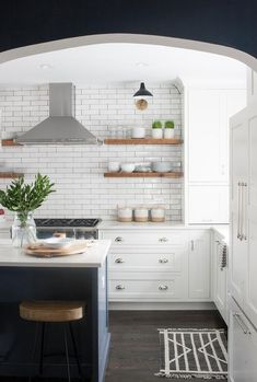 The Modern Eat-In Kitchen Often it forms only one space with the dining room or the living room and it is the bar or the cooking island. Kitchen Hoods, New Kitchen, Kitchen Decor, Cheap Kitchen, Kitchen Ideas, Layout Design, Küchen Design, Design Ideas, Kitchen Countertops